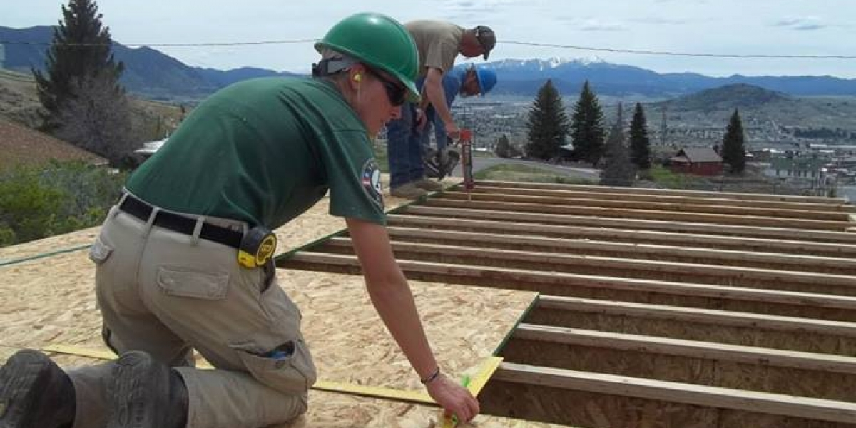 Volunteers built on the Top of the Hill in Centerville (1)